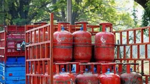 No more monthly hike of Rs. 4 in cylinder prices