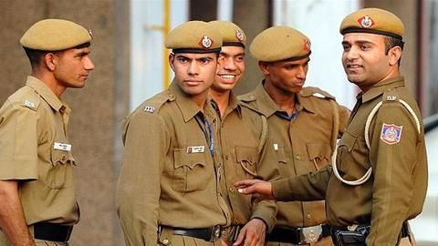 Three Delhi PCR cops punished for changing clothes on road