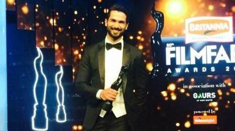 Shahid Kapoor and Kriti got awarded for bizarre reasons!