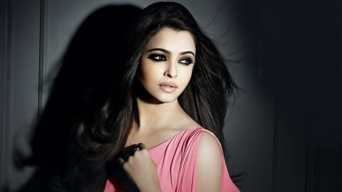 Aishwarya Rai is my mother, claims a 29-year-old man!