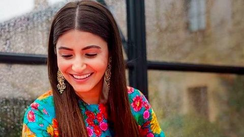 Anushka is back to India; Team Zero has the best-surprise