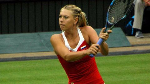 Sharapova top-earner in female athletes list, again!