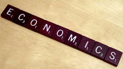 British-born economist wins Nobel Prize for Economics