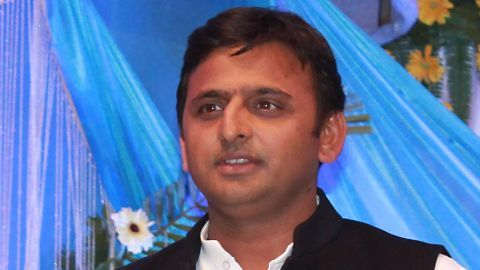 UP CM Akhilesh reshuffles cabinet, sacks 8 ministers