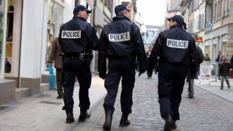 Police on offensive to capture Paris attack perpetrators