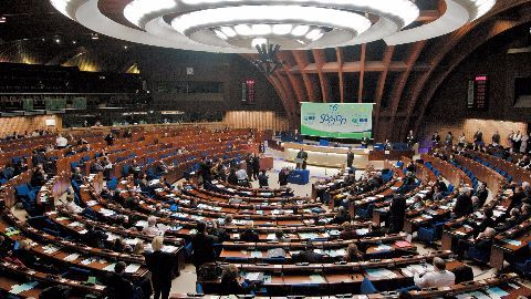 CoE bans Russian delegation's voting rights