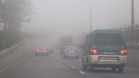 Beijing issues second red alert over smog