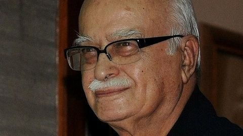 Advani seeks an apology from Gandhi family