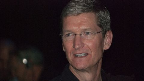 Apple CEO to give all his wealth to charity